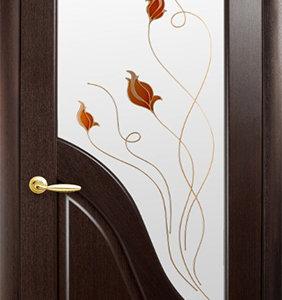 """Межкомнатные двери """"Новый стиль"""" Маэстра Амата, каштан со стеклом сатин и рисунком"""