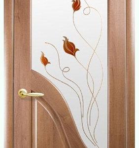 """Межкомнатные двери """"Новый стиль"""" Маэстра Амата, золотая ольха со стеклом сатин и рисунком"""