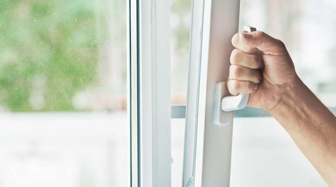 Как открыть окно без ручки